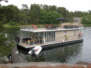 Husbåt har lagt til kai