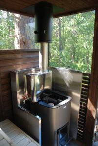 Vedfyrt ovn med varmtvannsbeholder