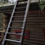 TTrapper til taket med tømmer